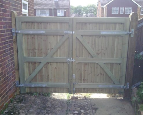 Close board gate