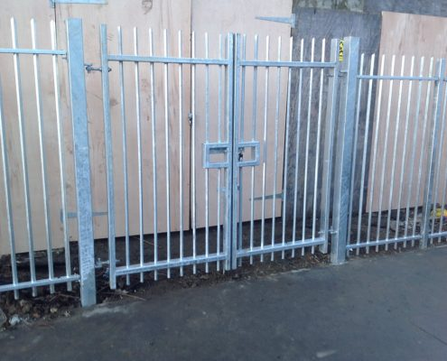 Heavy duty vertical bar railings
