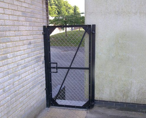 chainlink gate